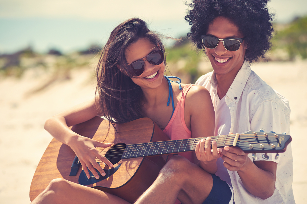 Tocar un instrumento ayuda a fortalecer el cerebro y nos hace más atractivos