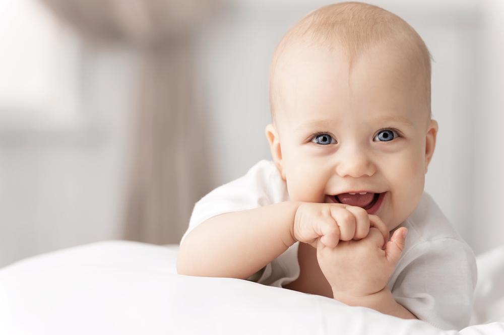 La AEP y Dodot presentan una guía práctica para padres