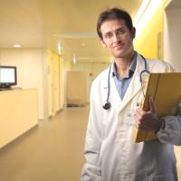 """Los médicos de Atención Primaria se forman para atender una presumible """"avalancha"""" de información sobre el Ébola"""