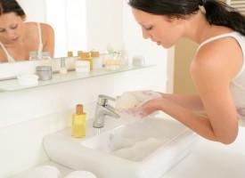 ¿Por qué limpia el jabón?