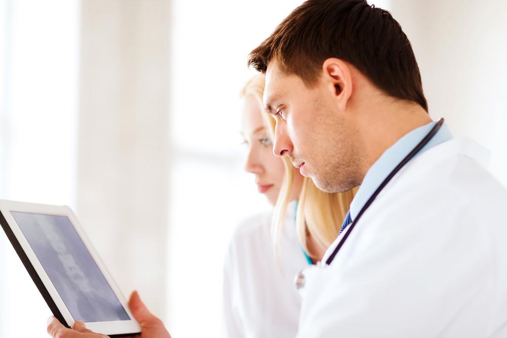 """Dotar de recursos y solventar la """"brecha digital"""", imprescindible para las TIC en Salud"""