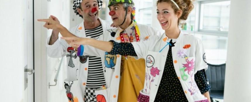 Sonrisas en el hospital con los Doctores Sonrisa de la Fundación Theodora