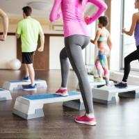Los beneficios del step, el ejercicio para glúteos y piernas tonificadas