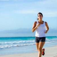 Riesgos y beneficios de correr por la playa