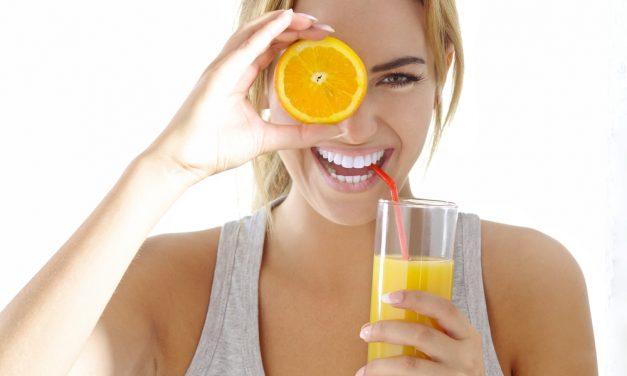 Zumo de naranja, rico y perfecto para mejorar la salud