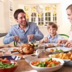 Comer en familia para educar a los pequeños