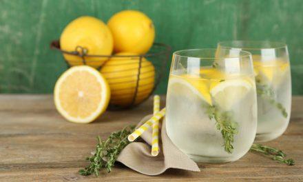 Agua con limón para empezar el día, muy beneficioso para la salud
