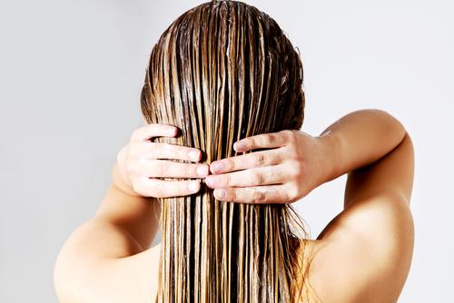 ¿Es bueno lavarse el pelo todos los días?
