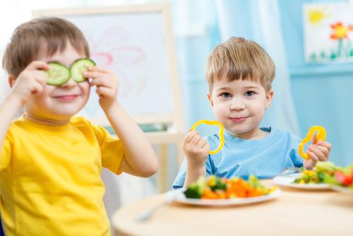 Los niños españoles comen menos fruta y verdura de la recomendada